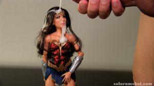 Wonder Woman bukkake